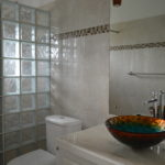 Frangipani Apartment - Sweet Jewel Apartments - The Bathroom