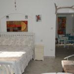 Frangipani Apartment - Sweet Jewel Apartments - Bedroom & kitchen