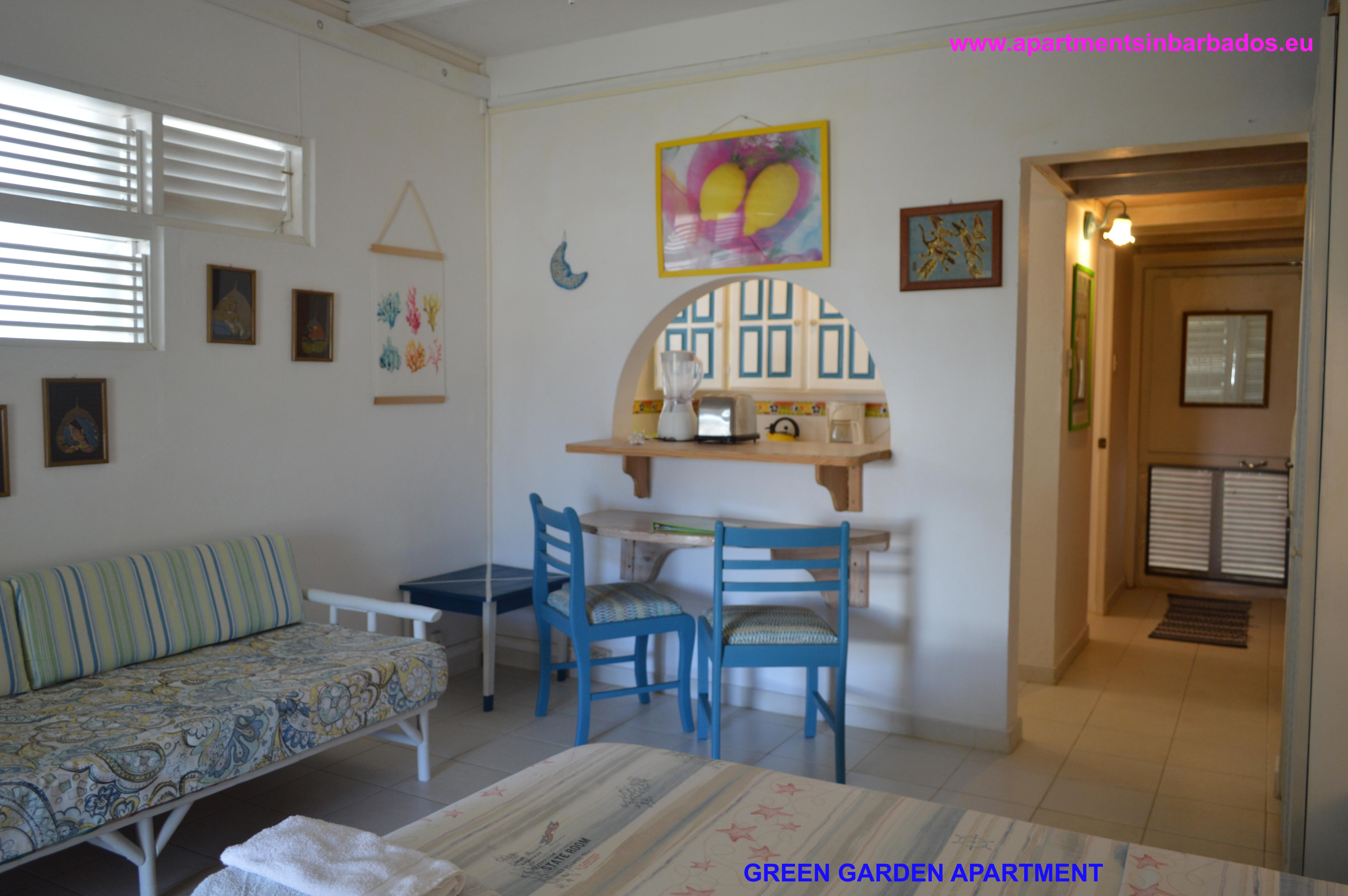 Green Garden Apartment - Living area