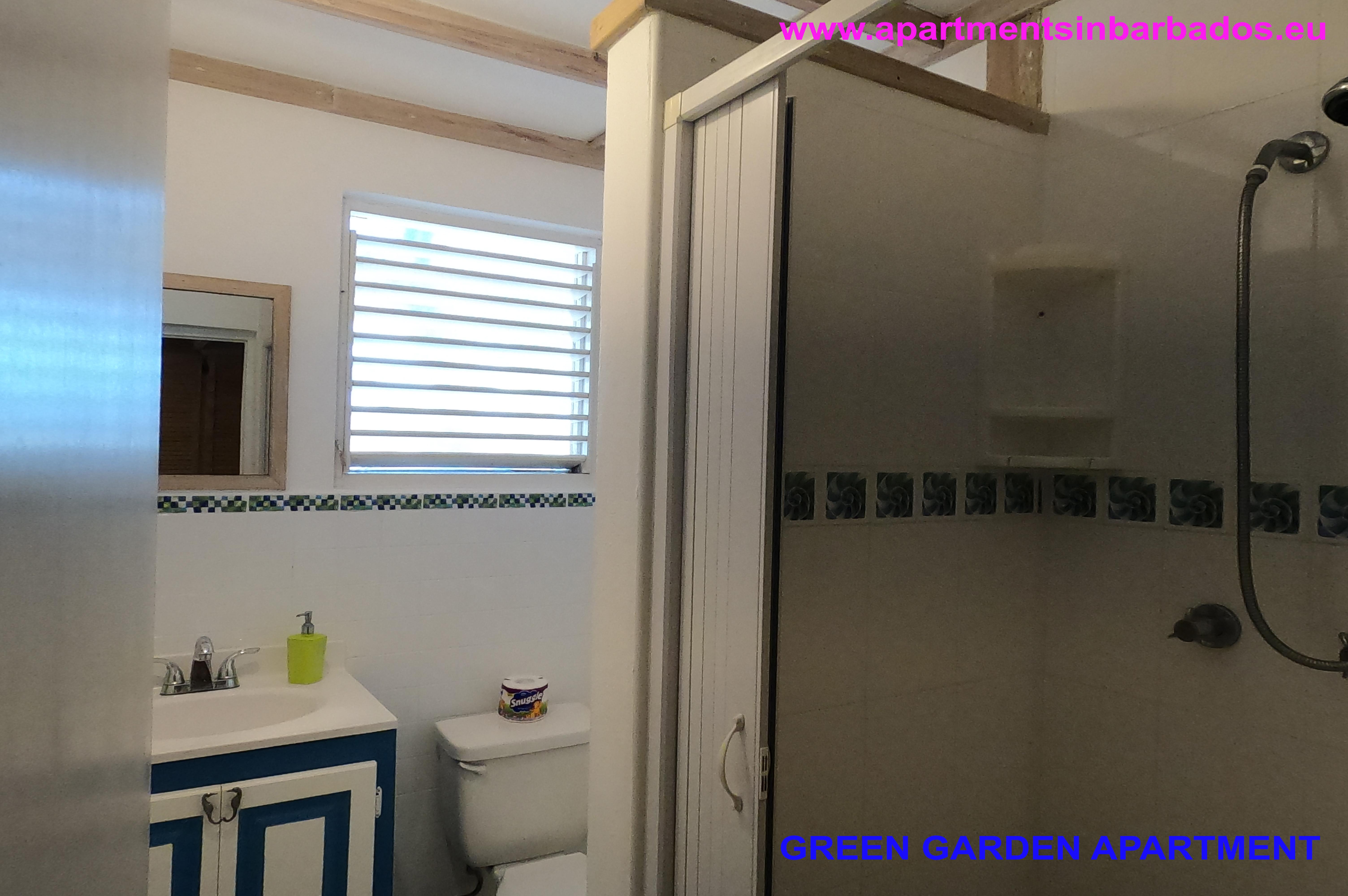 Green-Garden-Apartment-Bathroom